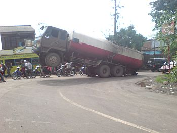 truk-njomplang